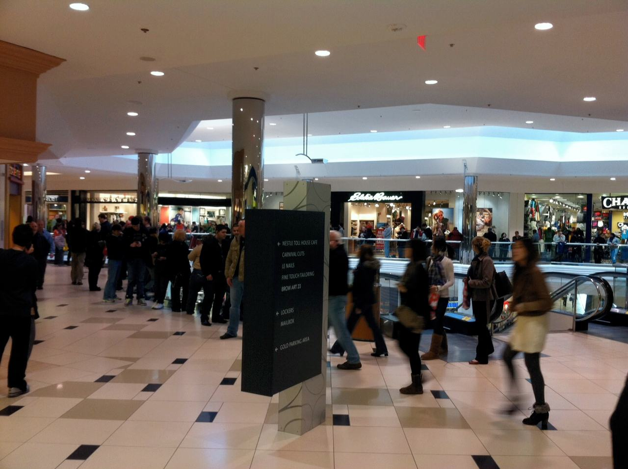 Crowds Line Up For Ipad 2 Across The U S A With Photos