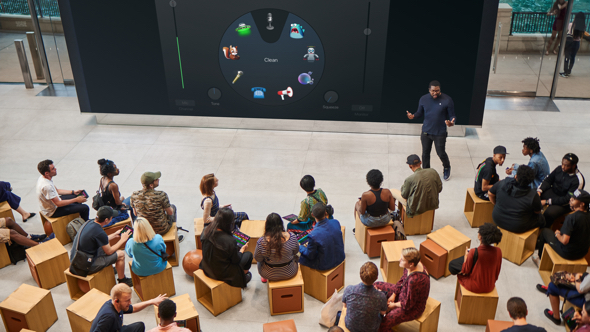 Labs take place in the Forum, the heart of the store which serves as a meeting place for the local community and home for Today at Apple.